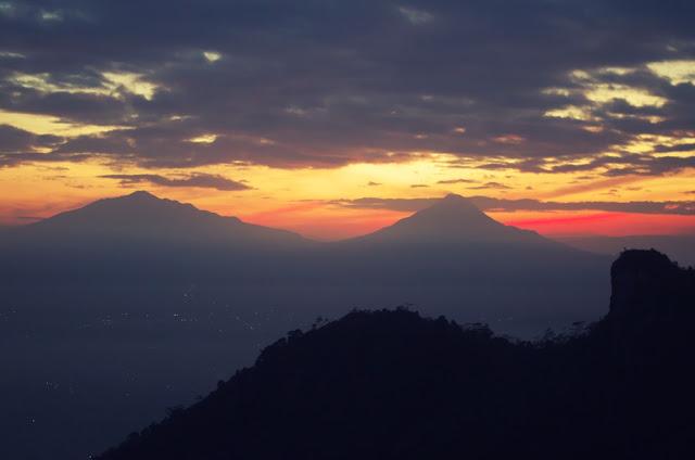 Matahari Terbit Puncak Suroloyo