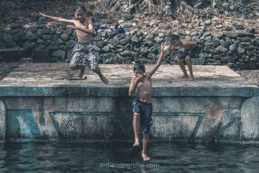 berenang di sendang senjoyo